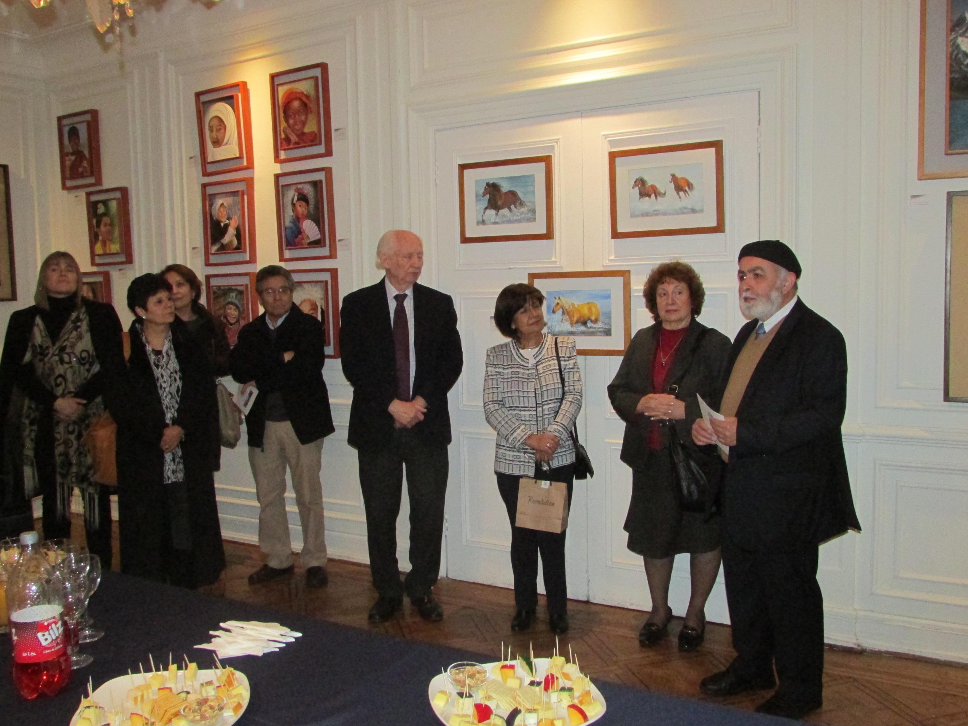 Dr. Sergio Vera Vera dando la bienvenida a la ceremonia de inauguración.