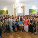 Foto grupal de asistentes a la ceremonia: equipo organizador, consejeros nacionales, docentes y familiares.