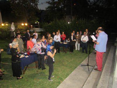 Sr. Enrique Marchant, ganador del concurso de poesía, leyendo fragmentos de sus obras.