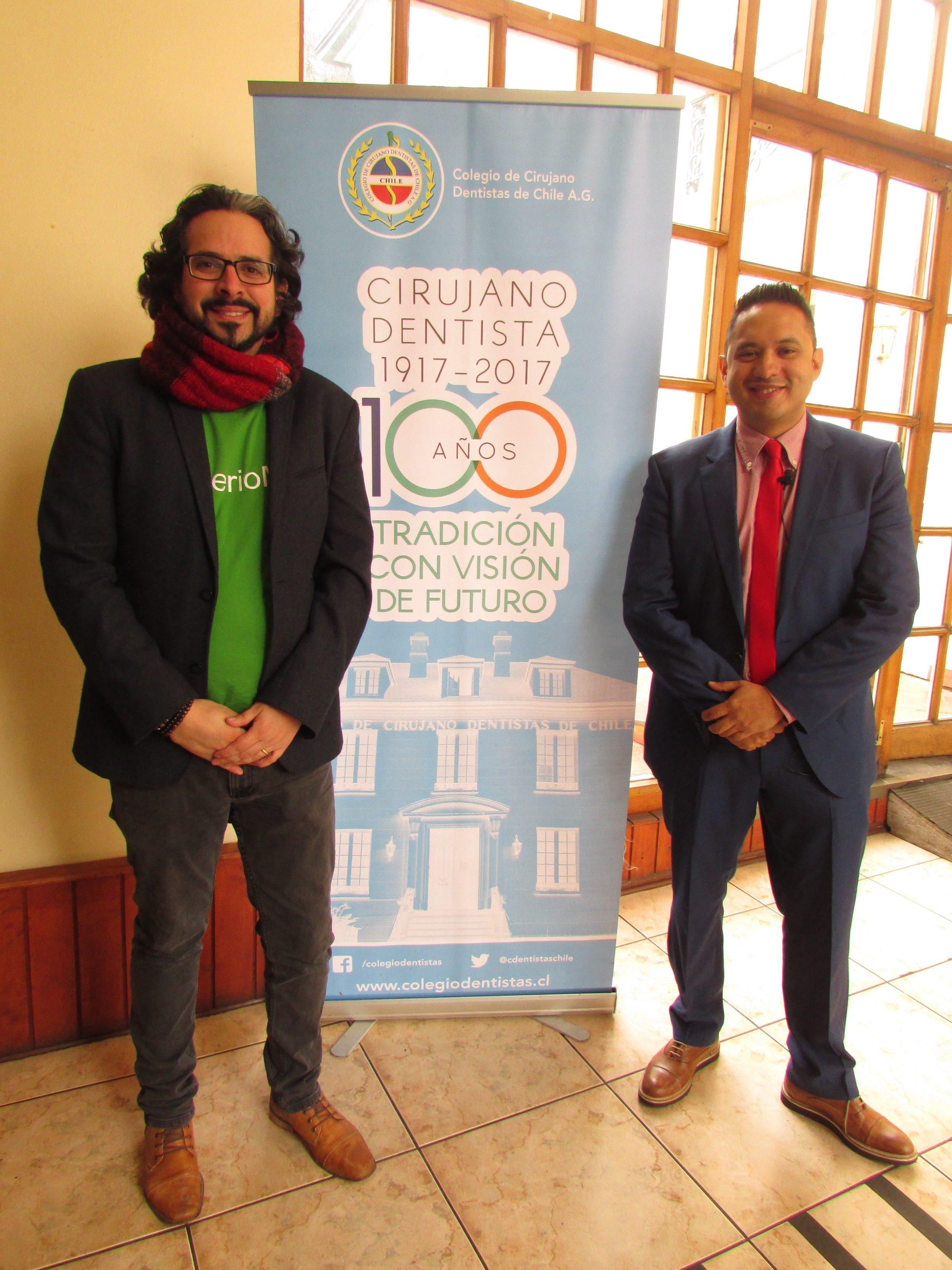 De izq. a der.: Sebastián Jiménez, director ejecutivo Encuentro Odontológico; Dr. Carlos Monteagudo, dictante conferencia.